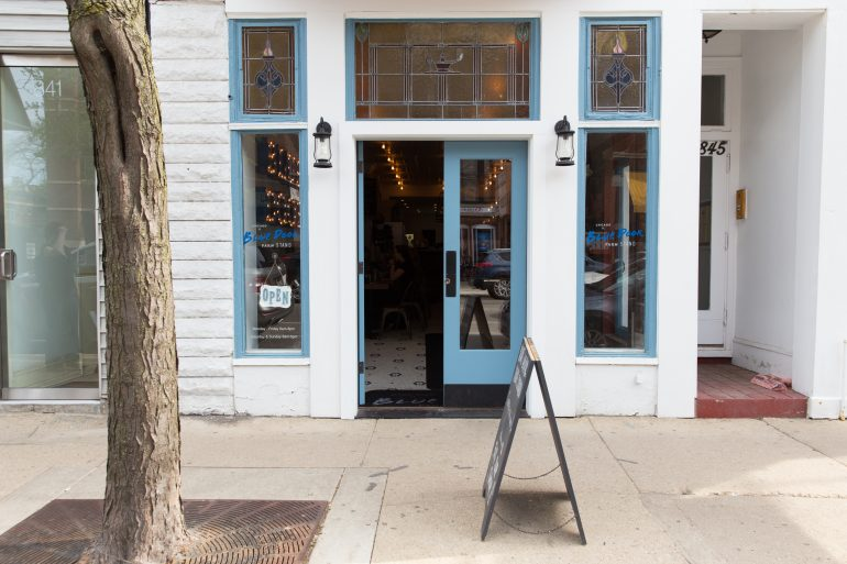 As farm-to-table restaurants emerge left and right itu0027s easy to roll your eyes at a trend that seems to have worn out its welcome. & Farm to Table: Blue Door Cafe in Chicago