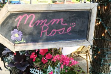 This is a review of the Rosé Cart at LUXBAR by food writer, Leah Nolan of the Chicago Chic.
