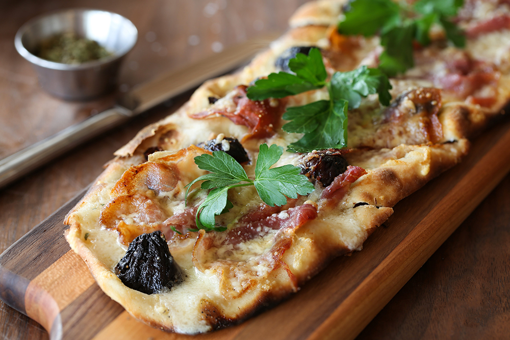 Fig proscuitto flatbread from Pinstripes Chicago.